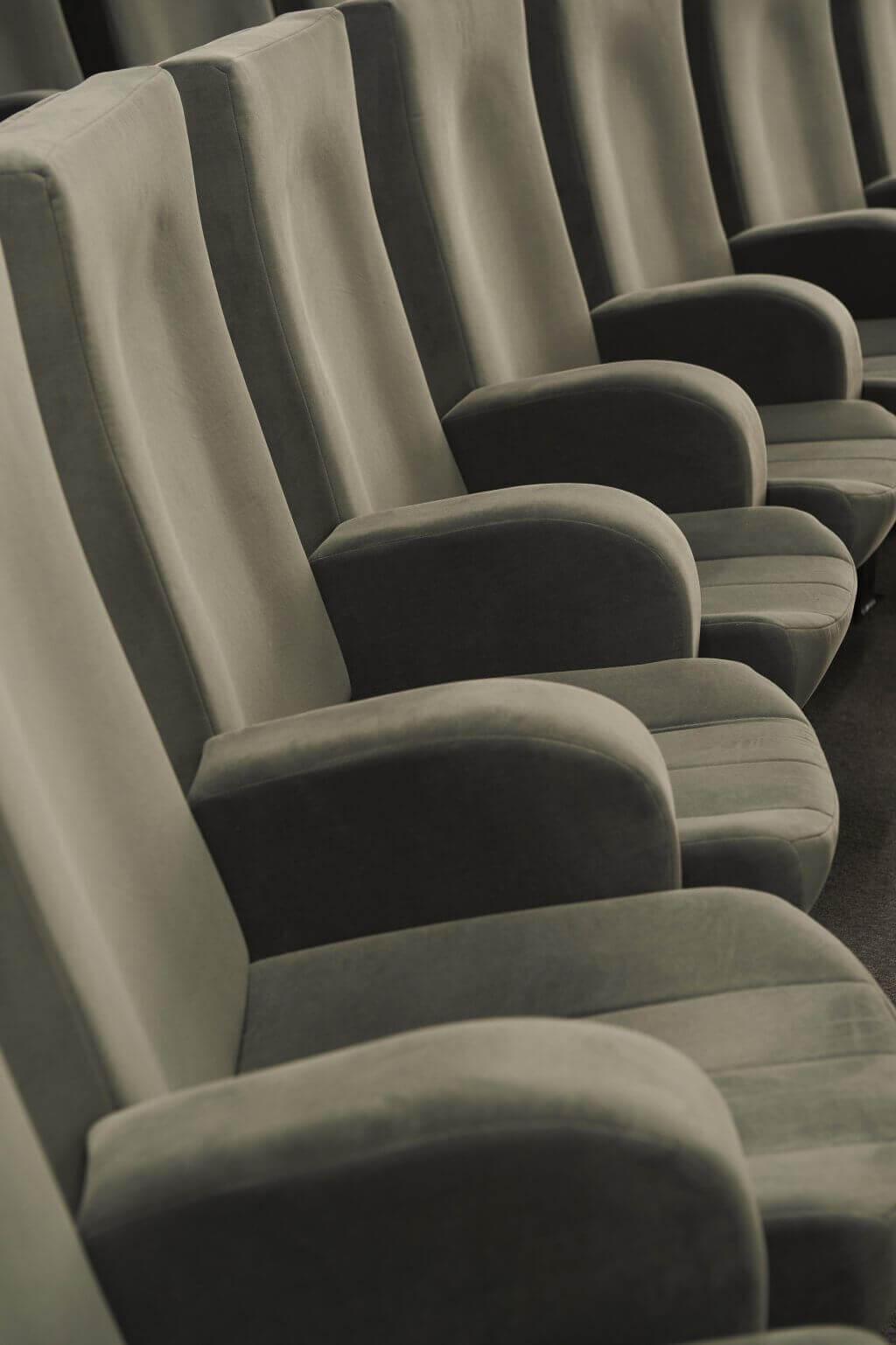 Kleslo -FK>10- Leader de fabrication de fauteuils cinéma, théâtre ...disney Paris
