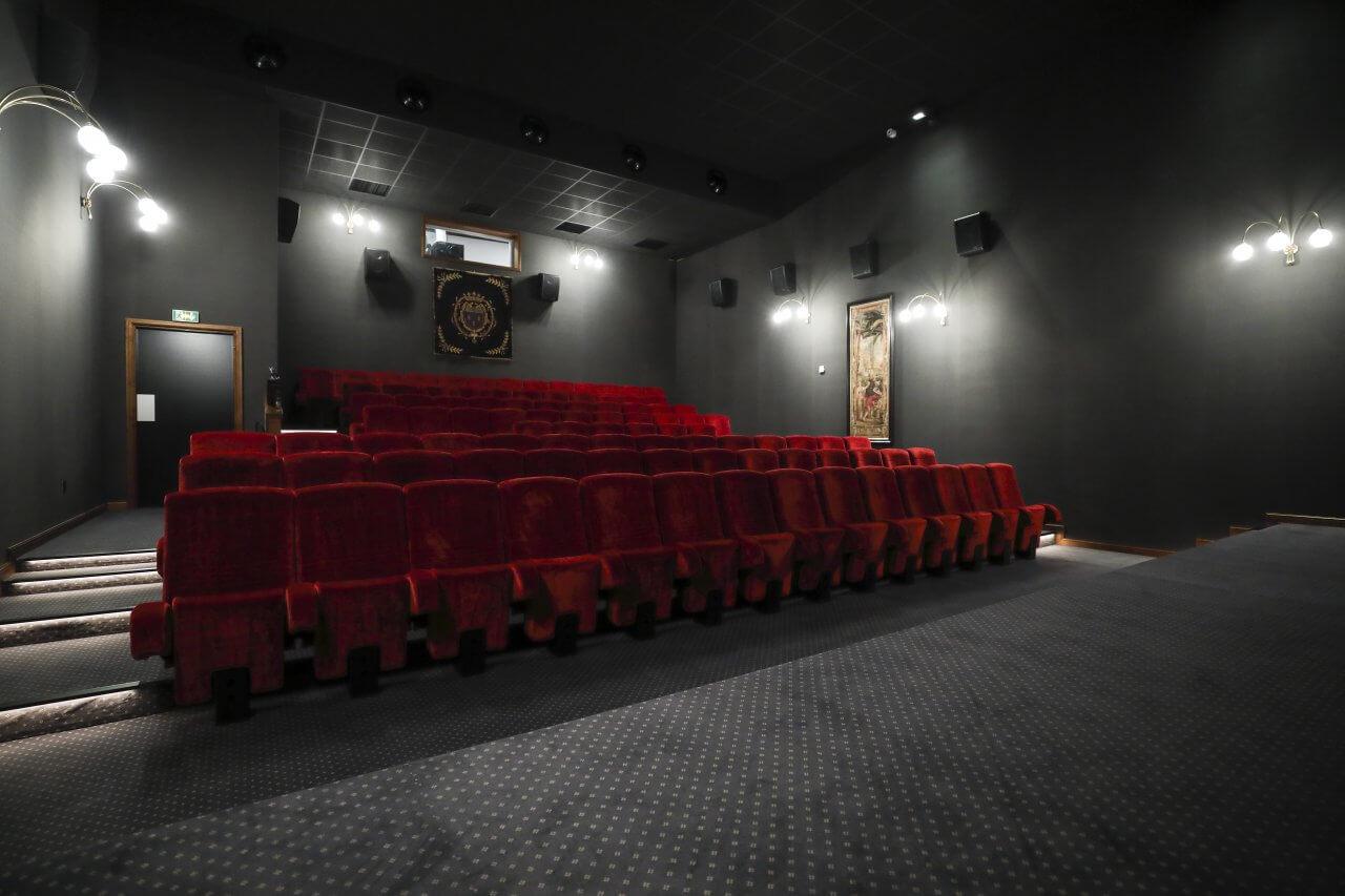cinema borderouge Kleslo - Ugc Debroukère belgiqueur mesure de restaurant, Hall d'aceuil - Leader de fabrication de fauteuils cinéma, théâtre ... toulousev7