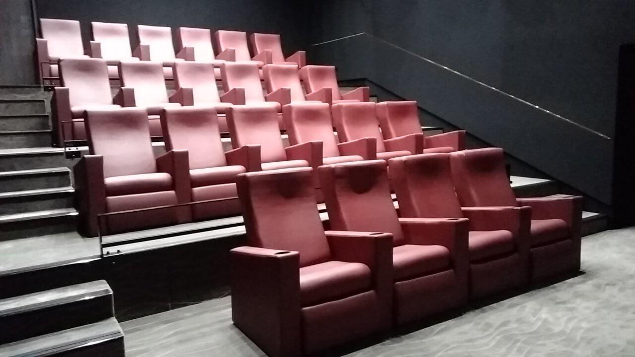 Kleslo - Banquette sur mesure de restaurant, Hall d'aceuil - Leader de fabrication de fauteuils cinéma, théâtre ... Cinéma Yvetot Noe les arches lumières v3