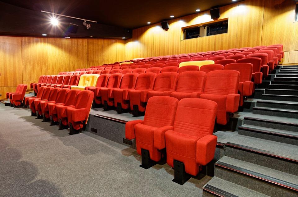 Kleslo- Cinéma Ciné St Leu : Détails des travaux, fauteuils inclinable