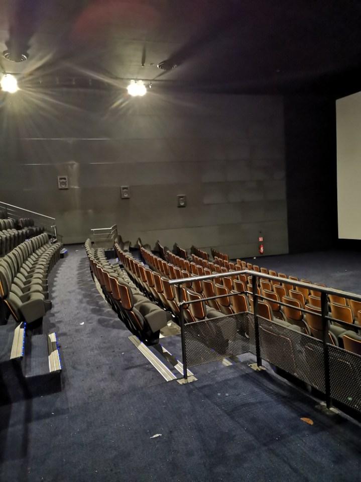 Kleslo - fauteuil relevable- Leader de fabrication de fauteuils cinéma, théâtre ... cinéma UGC rosny UGC Bercy UGC Les Halles UGC La Défence UGC Montparnasse UGC Rotonde UGC Opéra UGC Rotonde