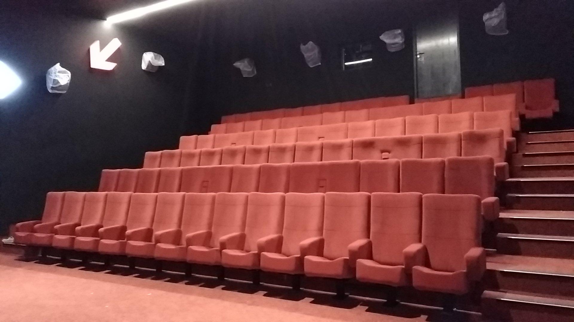 Kleslo - fauteuil Inertie - Leader de fabrication de fauteuils cinéma, théâtre ... Cinéma confluence sablé sur Sarthe v1