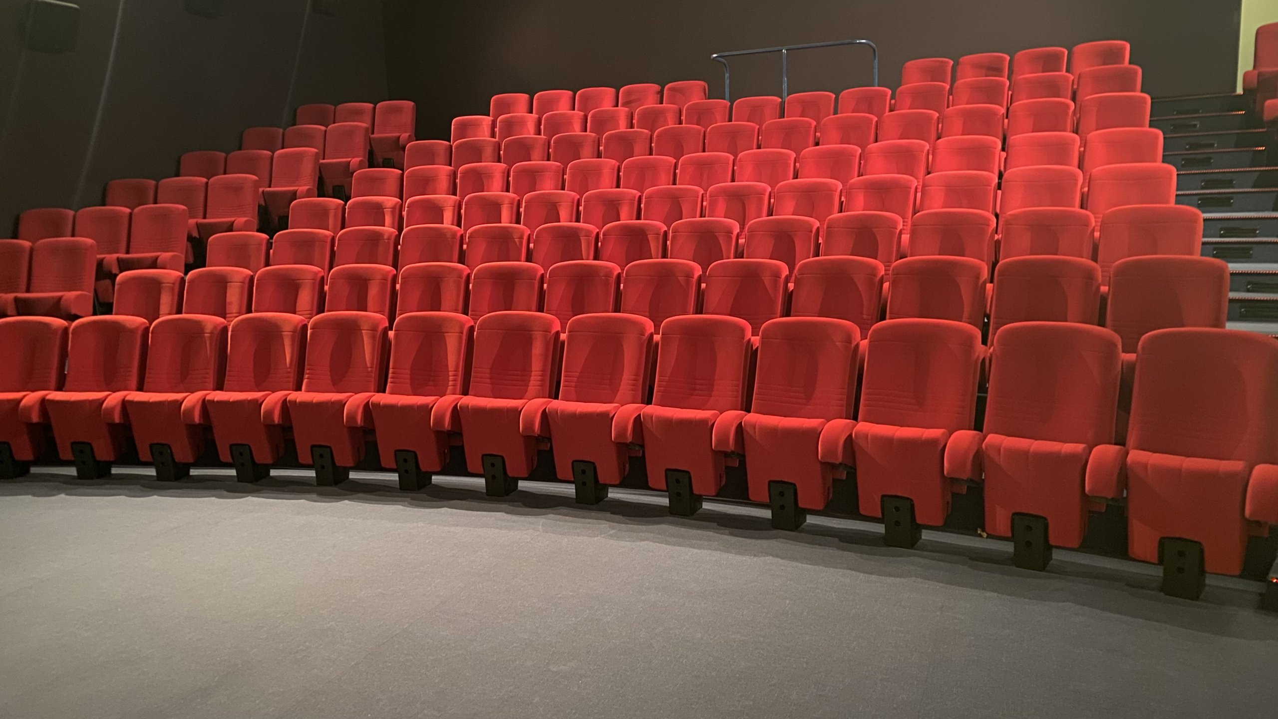 Kleslo - Puto- Leader de fabrication de fauteuils cinéma, théâtre ... cinema admosphere oyonnax v5